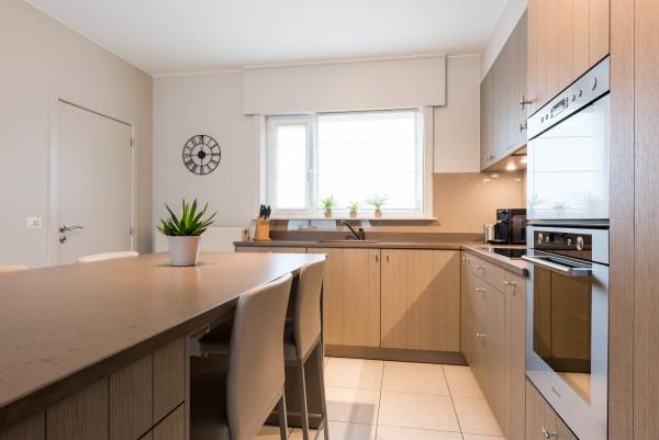 Tijdloze keukens vika referentie in badkamers keukens - Mooie eigentijdse badkamer ...