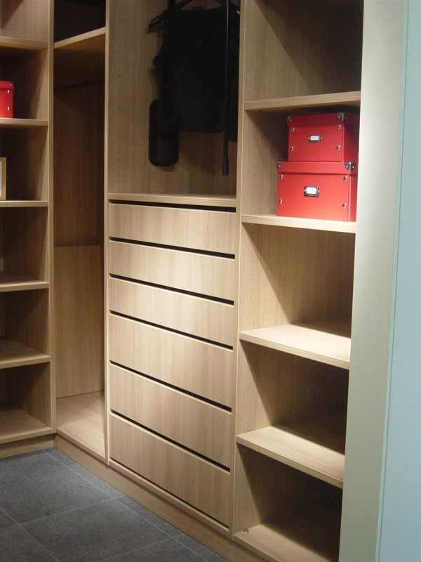 open dressing vika referentie in badkamers keukens. Black Bedroom Furniture Sets. Home Design Ideas